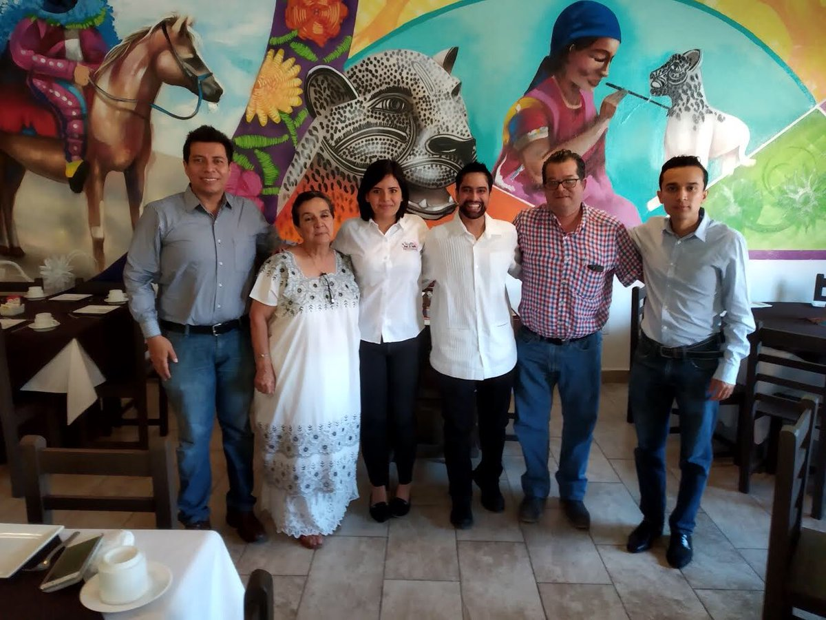 On April 8, the POP Movement had a breakfast meeting with Jose Humberto Castañón González, Professor, Instituto Tecnologico de Tuxtla Gutiérrez and Yonalli Hernandez Avila and Guillermo Velazquez of H. Ayuntamiendo de Berriozabal a youth-led climate action organization. #Chiapas