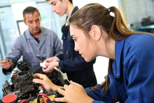 Why should you do an apprenticeship? That is a cracking question!  If the thought of university bends your bones, an apprenticeship is a great alternative :)  https://buff.ly/2nkTiqr  #ratemyapprenticeship #apprenticeships #workexperience #alternativetouniversity