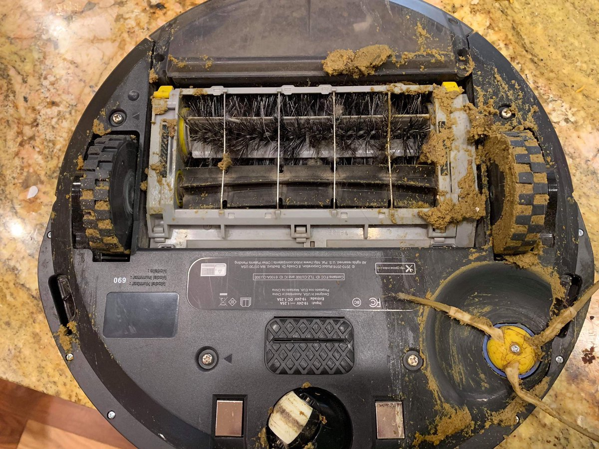 #ThingsIDontWantToHave my Roomba drive through dog poo  <br>http://pic.twitter.com/7dOwGUpSqK