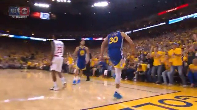 Image for the Tweet beginning: Steph gets inside and goes