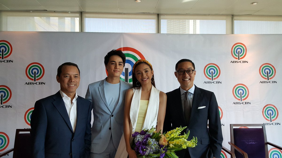 IN PHOTO: Maymay Entrata and Edward Barber with ABS-CBN Chairman Mark Lopez and President/CEO Carlo Katigbak during the exclusive contract signing today.  #MayWardSignsWithABSCBN  @maymayentrata07 @Barber_Edward_<br>http://pic.twitter.com/PogIfEvphC