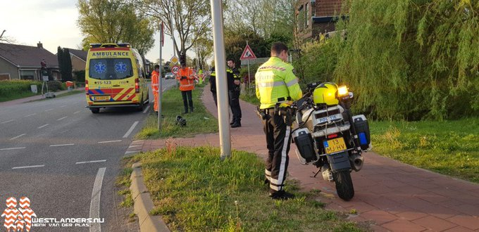 Motorscooter onderuit op de Zwartendijk https://t.co/2J5FOkeYKI https://t.co/9VOpUdRigu