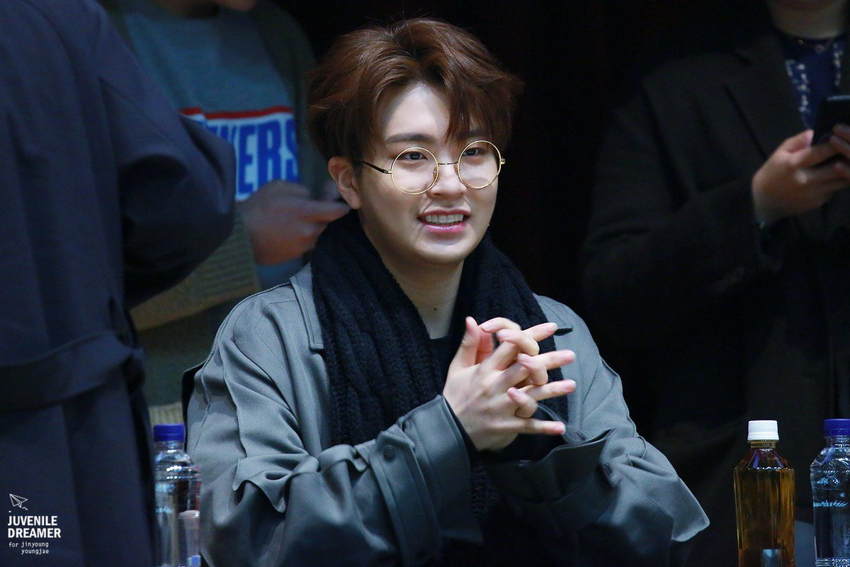 Who do like the most with round glasses ?  #BBMAsTopSocial GOT7 @GOT7Official<br>http://pic.twitter.com/ScZ8zOX23g