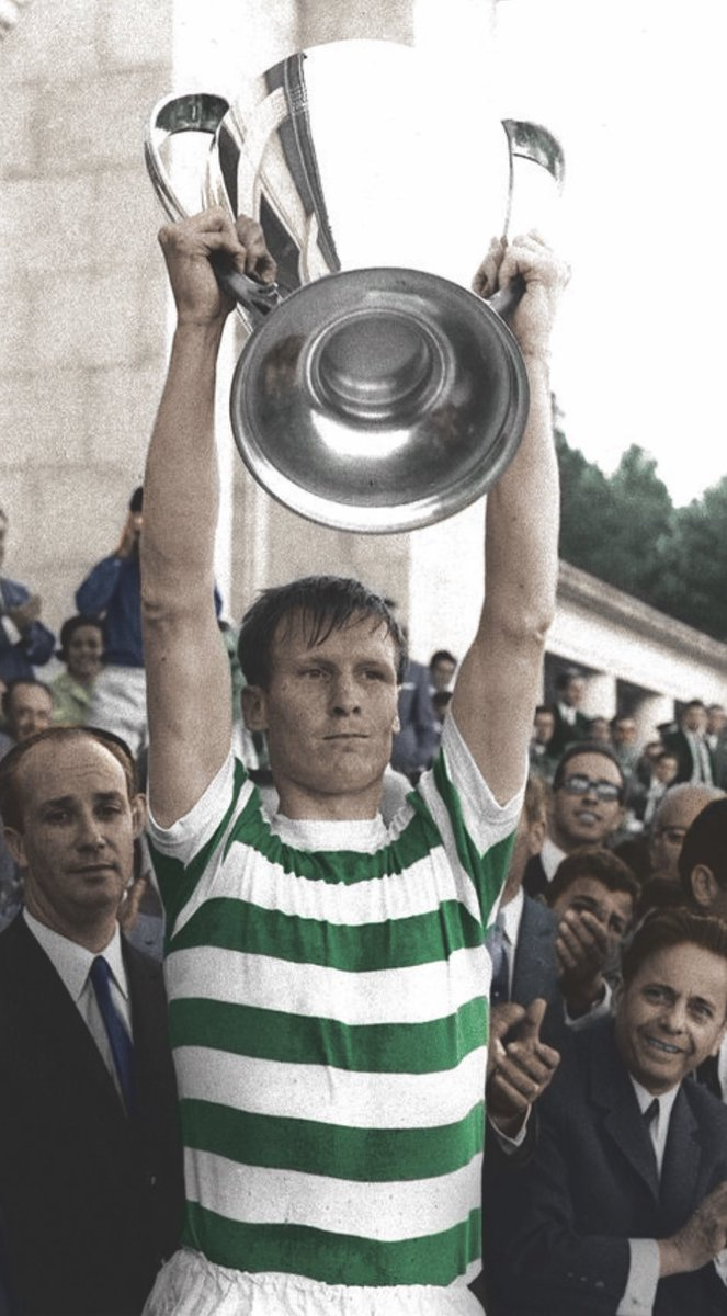 Sending sincerest condolences to everyone at @CelticFC on the sad news of the passing of the legendary Billy McNeill. #YNWA ☘️