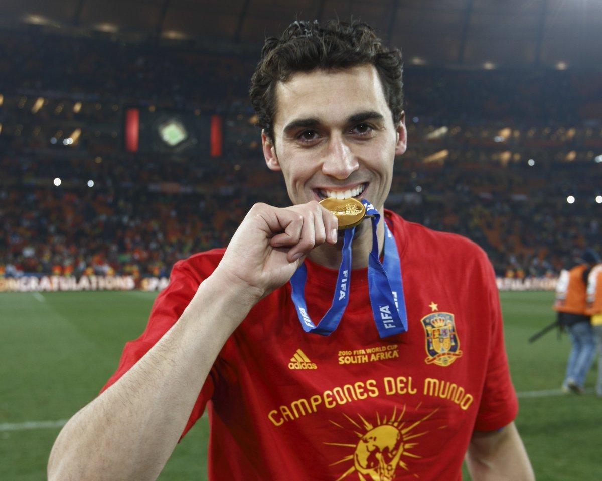 ¡Muchas felicidades a todos nuestros seguidores de Castilla y León en su día!   ¿Sabías que @aarbeloa17 es el castellanoleonés que más veces ha vestido nuestra camiseta?  En total, la lució en 56 ocasiones y logró 1 Copa del Mundo y 2 Eurocopas.  #DíaDeCastillayLeón