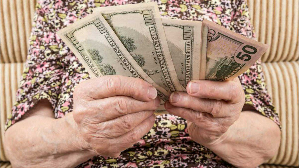 Social Security won't be able to pay full benefits by 2035 http://bit.ly/2IQ7aF1