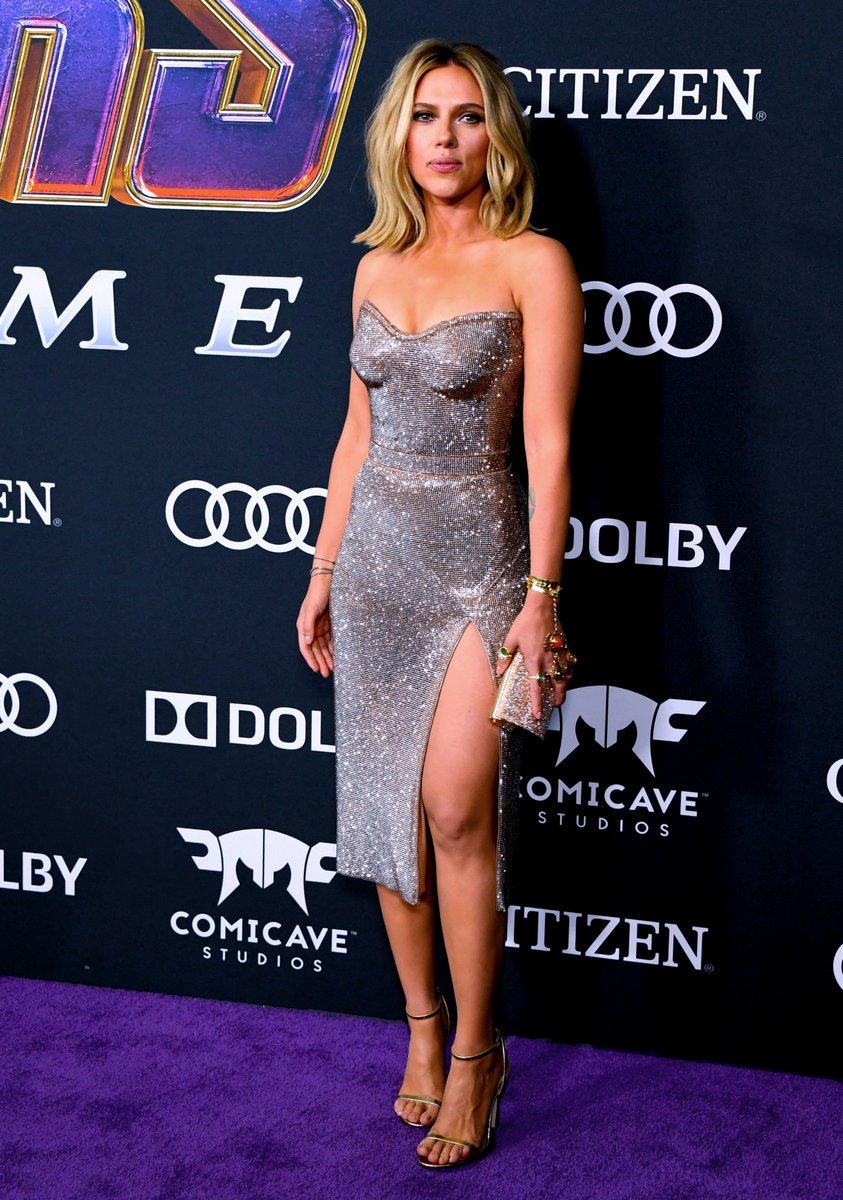 7d7469d391c763 wore a swarovski crystal mesh dress to the los angeles premiere of her new  film the