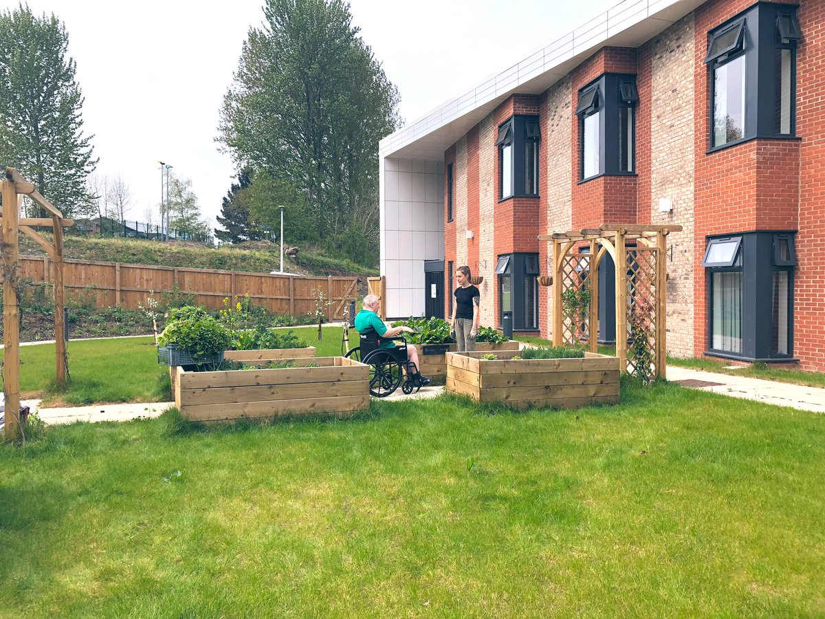 The lovely @SowtheCity came along today as a therapy group for our patients 💐💚 thank you everyone 🌿🍃 #gardening #occupationaltherapy #rehabilitation #crumpsallvale
