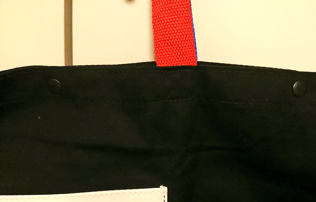 test ツイッターメディア - ライブグッズのエコバッグを買ったりもらったりしたら、  #セリア で売ってる樹脂ホック(ワンタッチプラスナップ)をつけるのオススメです。 穴空けてガッと差し込んでパチっととめるだけで、荷物ダバァが防止できます。 黒だけじゃなく何色かあるので、バッグの色に合わせると目立たない! https://t.co/h01SQTnZ7O