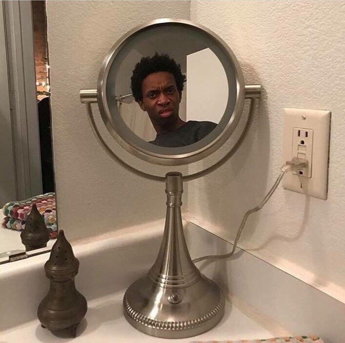 держит смешные фото с отражения зеркал срочно перерывать