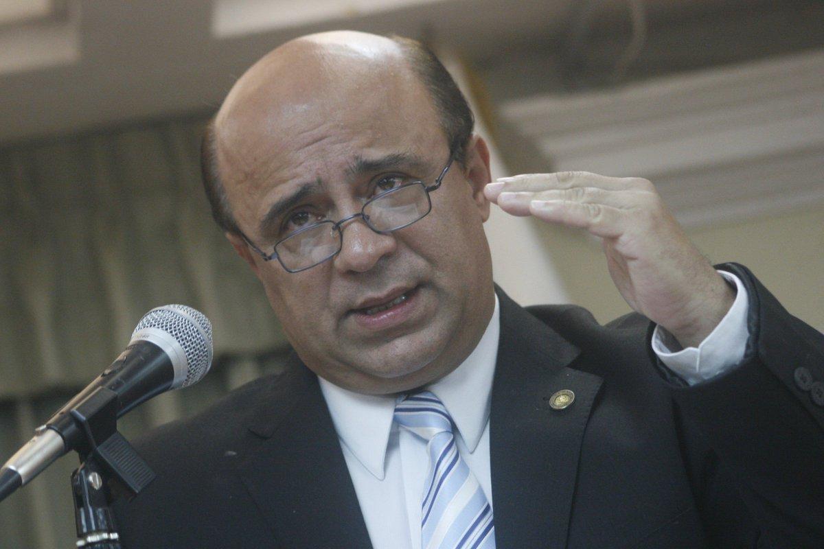 Resultado de imagen para Exministro de Salud Jorge Villavicencio