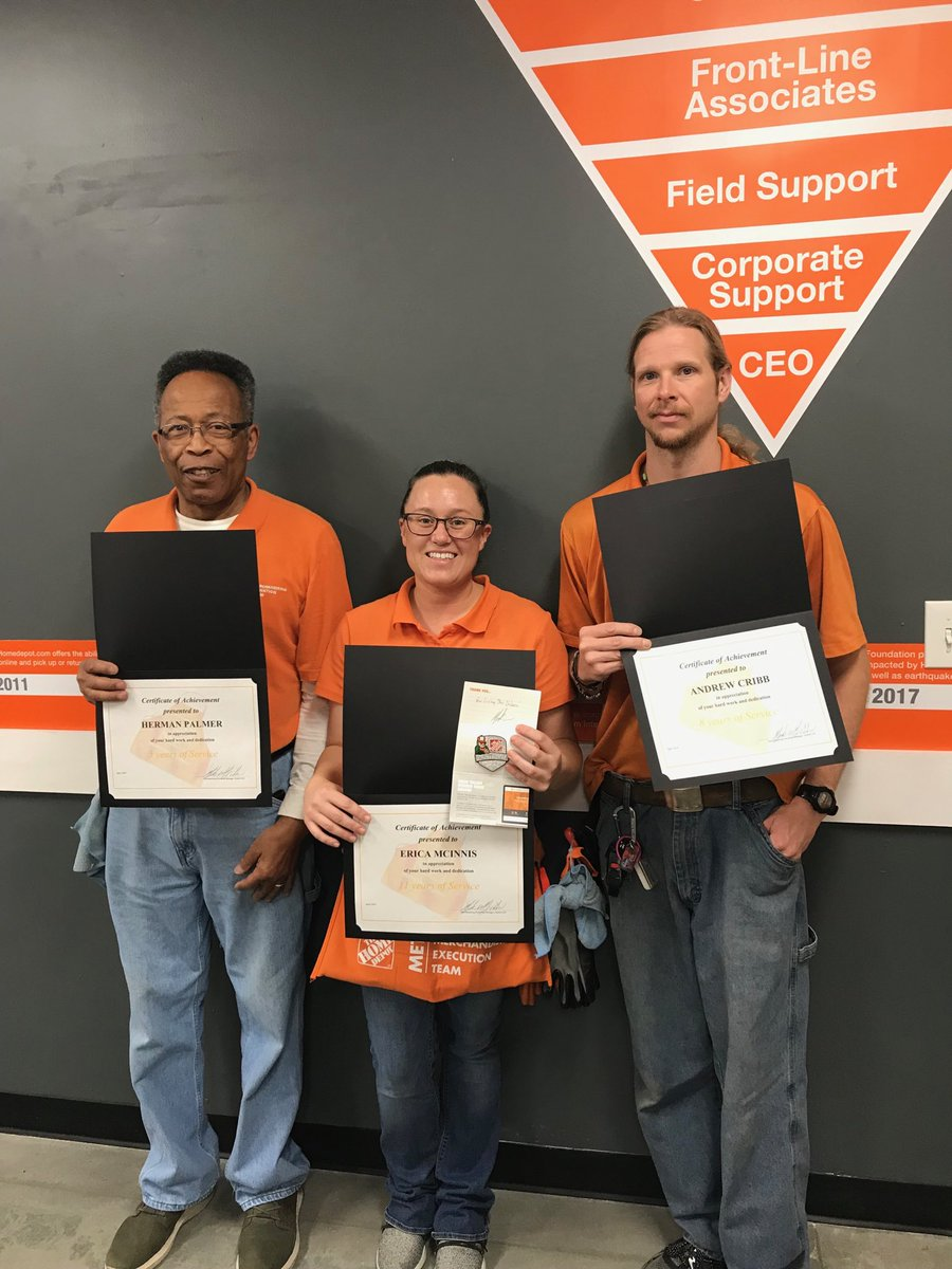 Andrew, Erica, and Herman all had Anniversaries this month at store 6943! Erica double dipped with a Platinum Milestone Award! https://t.co/BxOArE9cK3
