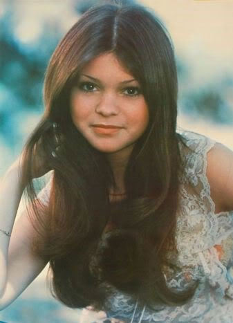 Happy Birthday wishes go out to Valerie Bertinelli who turns 59 today!