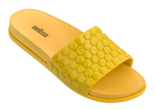 76e5c23d91 a melissa relancou seus sapatos famosos que imitam plastico bolha