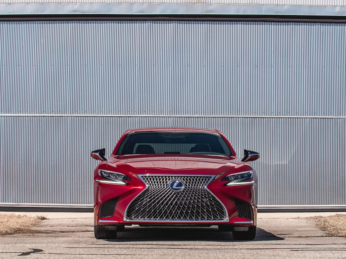 The 2019 @Lexus LS500h hybrid makes us question its purpose: http://crdrv.co/AoiifKJ