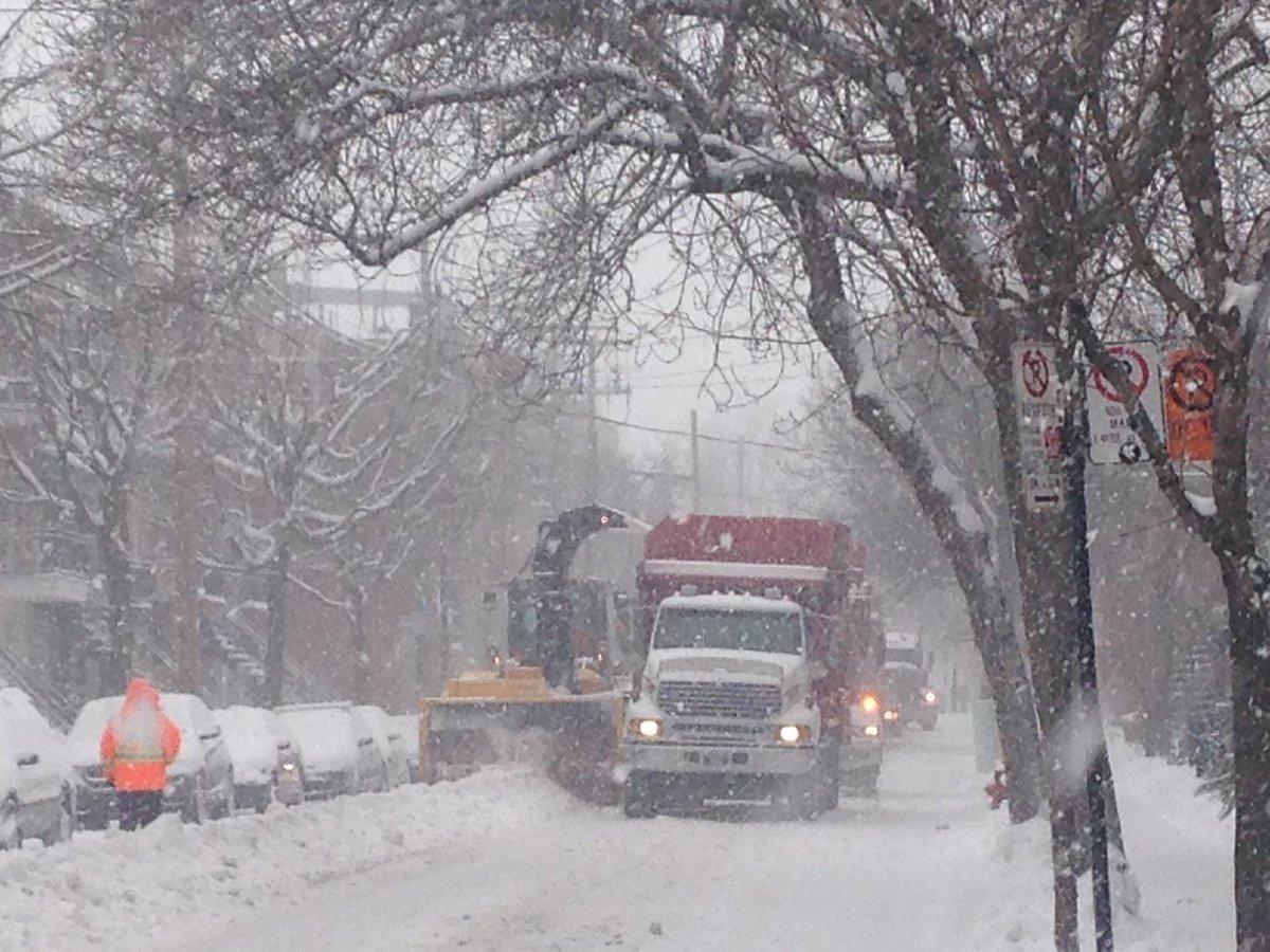 Déneigement: le comité exécutif doit approuver demain des dépenses supplémentaires de 4 M$ pour les contrats «clé en main» et de 2 M$ pour les sites d'élimination de la neige. La Ville indique avoir reçu 208 cm depuis la mi-novembre, alors que la moyenne est 190 cm #polmtl