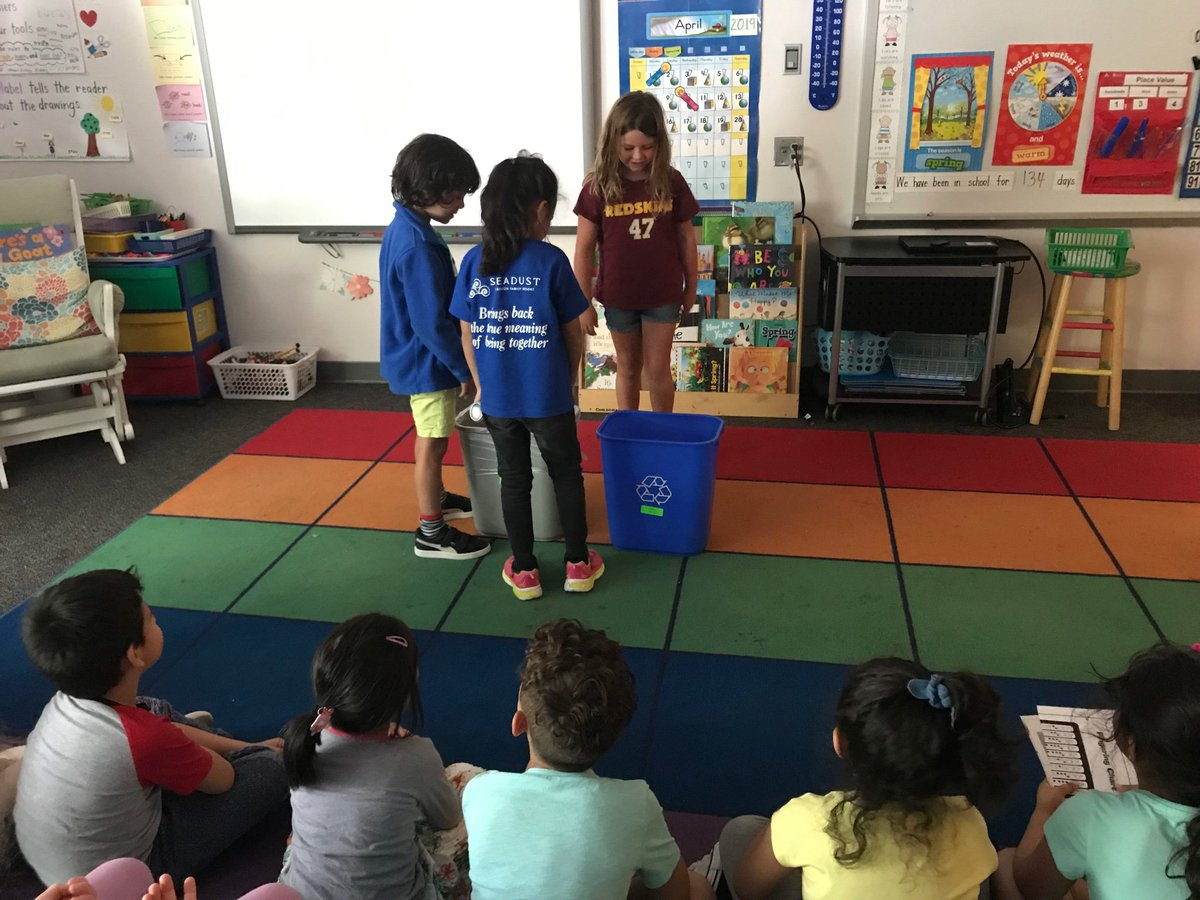Performing skits to teach the importance of recycling. <a target='_blank' href='http://search.twitter.com/search?q=PHESBulldogs'><a target='_blank' href='https://twitter.com/hashtag/PHESBulldogs?src=hash'>#PHESBulldogs</a></a> <a target='_blank' href='http://search.twitter.com/search?q=earthdayeveryday'><a target='_blank' href='https://twitter.com/hashtag/earthdayeveryday?src=hash'>#earthdayeveryday</a></a> <a target='_blank' href='https://t.co/MUZWXhVMwM'>https://t.co/MUZWXhVMwM</a>