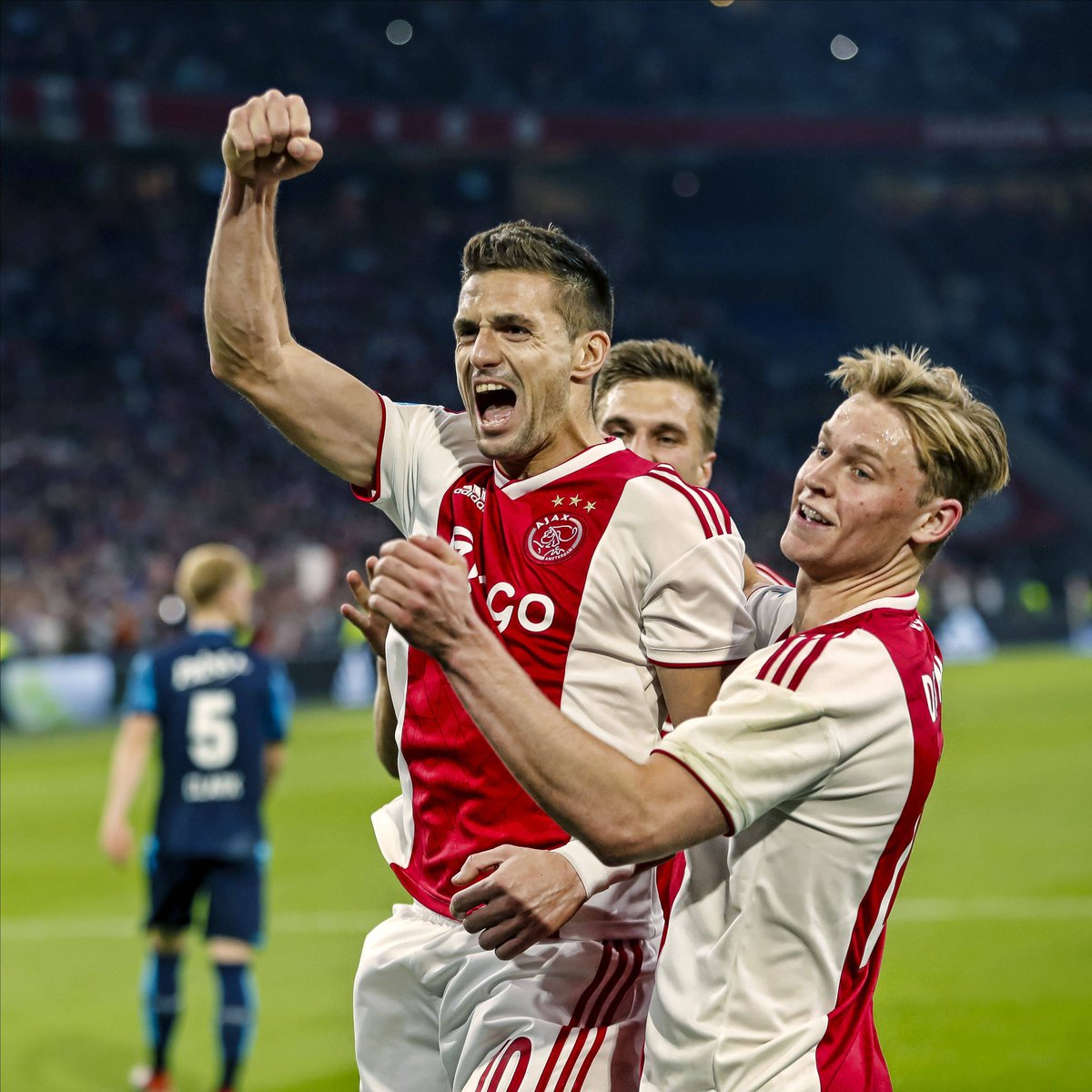 🔥1️⃣6️⃣0️⃣🔥 goals and counting for @AFCAjax_EN in 2018/19  No Dutch team has ever scored as many goals in a single season across all competitions 💪