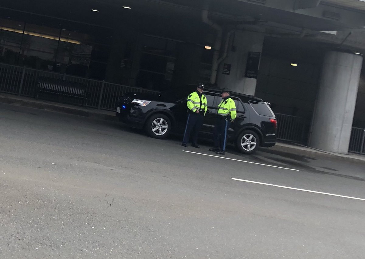 #BREAKING Mass State Police handcuffs 48 y/o child rape suspect at Logan Airport short time before he was scheduled to board flight to Portugal. Antonio Harris being transported back to East Bridgewater where alleged crime occurred #Boston25 <br>http://pic.twitter.com/sP0LXoyZwO