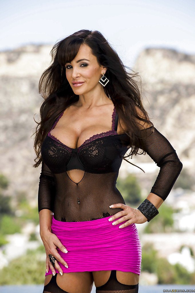 lisa-ann-full-necked-photos