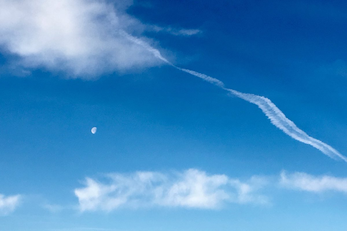 #himmlische #landschaft #countryside #sky #moon #lune https://t.co/F6p0SlJeGc