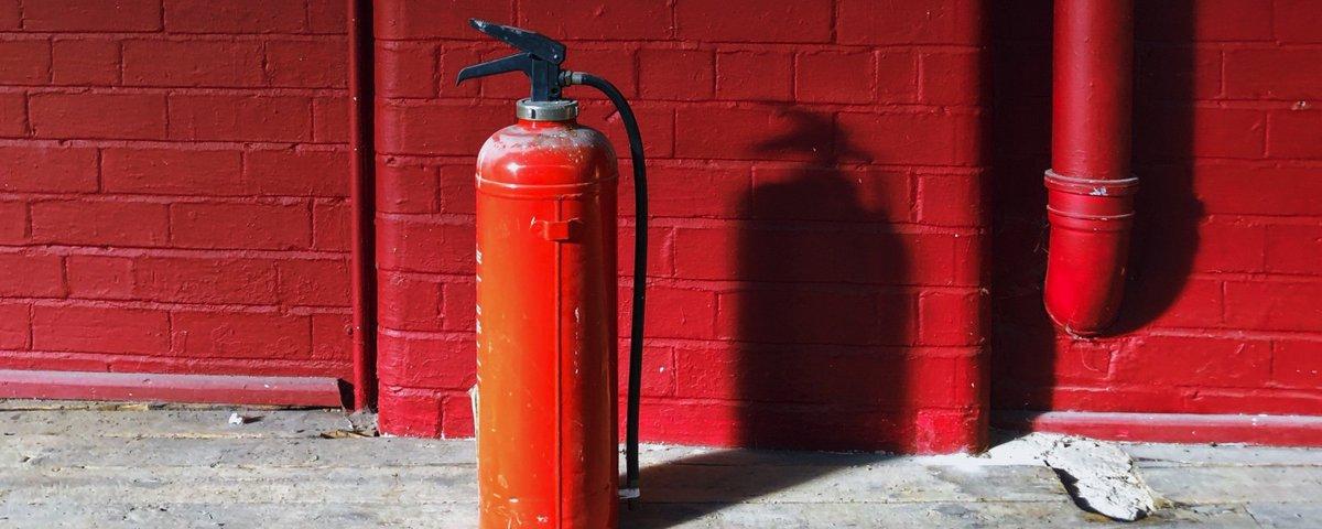 De autoriteiten zouden de industrie moeten verbieden om nog schadelijke brandvertragers te blijven produceren, want er bestaan goede alternatieven. Dit bepleit VU-hoogleraar en toxicoloog Jacob de Boer in een opiniestuk in @sciencemagazine http://bit.ly/2IQavnx