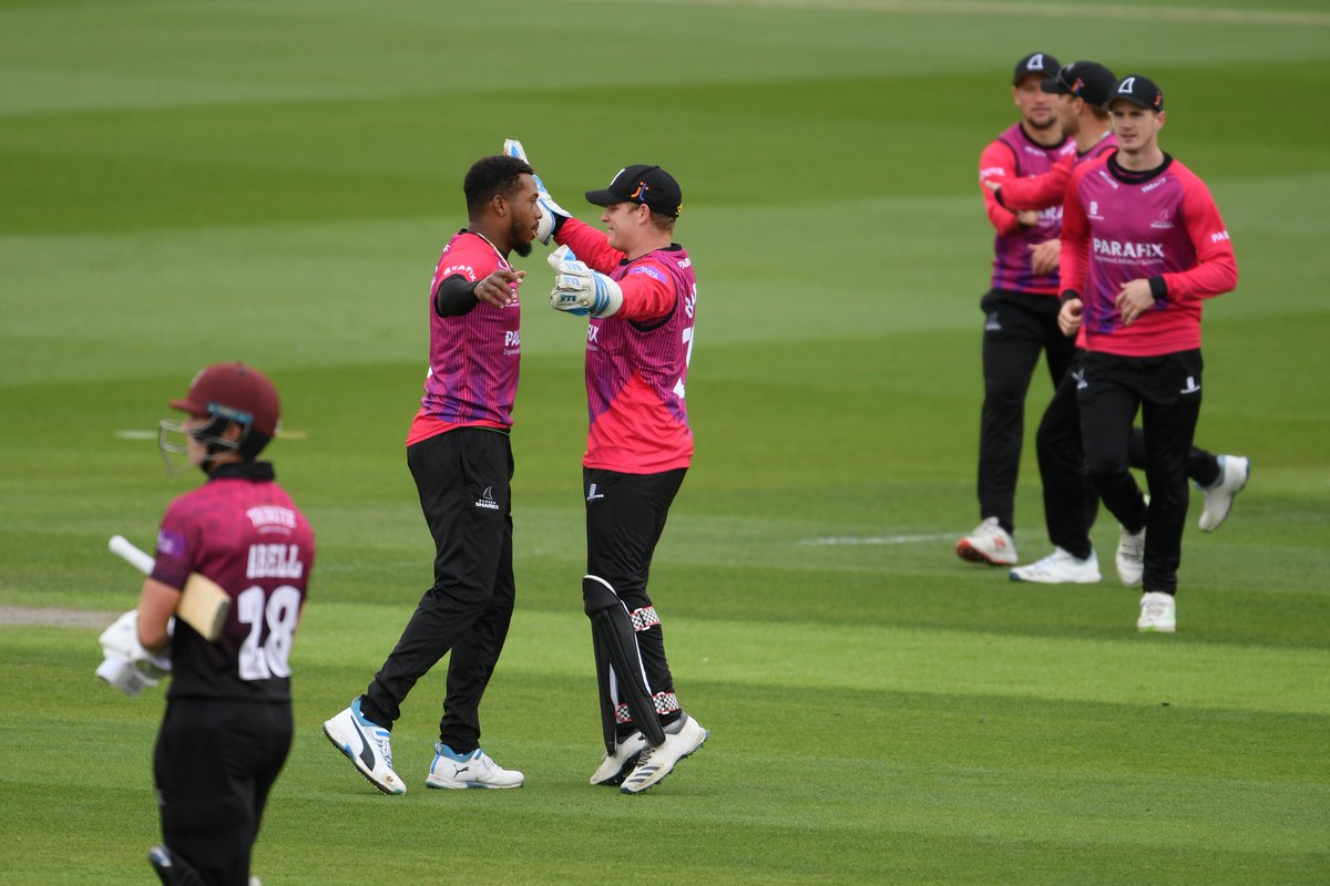 🏃♂️ A superb @george_garton throw from the boundary runs out Bartlett off the last ball of the innings. @SomersetCCC finish on 283 for 8.  🏴 @CJordan finishes with 2-42 in his final appearance for us before reporting for England duty. #SharkAttack