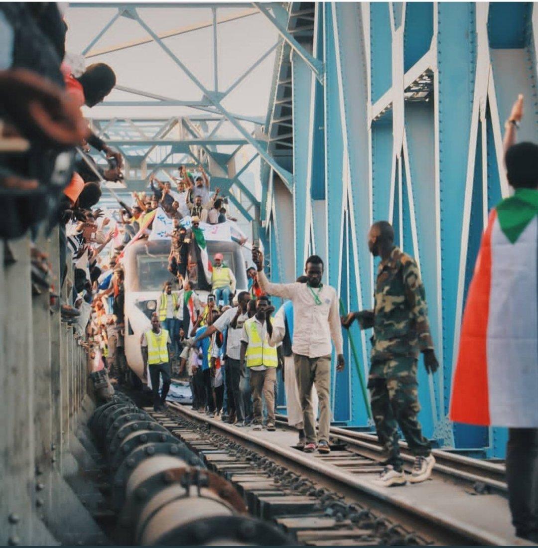 ما بوقفنا العسكر ولا الكيزان.. نحن أولادك يا السودان.. 🇸🇩🇸🇩🇸🇩🇸🇩🇸🇩🇸🇩🇸🇩🇸🇩 #اعتصام_القياده_العامه
