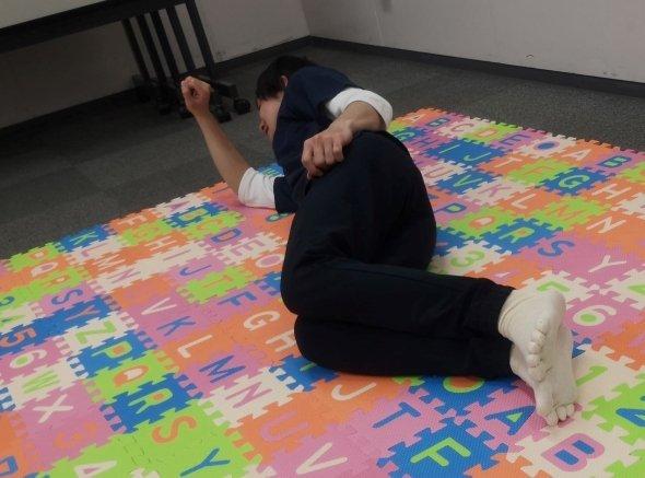 【家庭に居場所のない父親たちへ】「お父さん預かり」サービス、始まる 大阪メトロなんば駅にある貸し会議室で行われるGW限定のサービスで、室内にはごろごろできるマットなどがある。