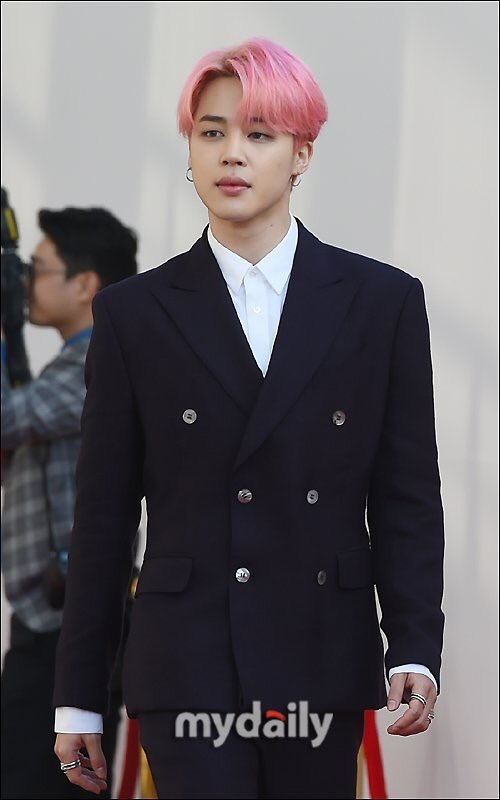 jimin carries himself like a prince, with exquisite elegance and calm confidence. there is royalty in his blood. <br>http://pic.twitter.com/DfVhg0I6nw
