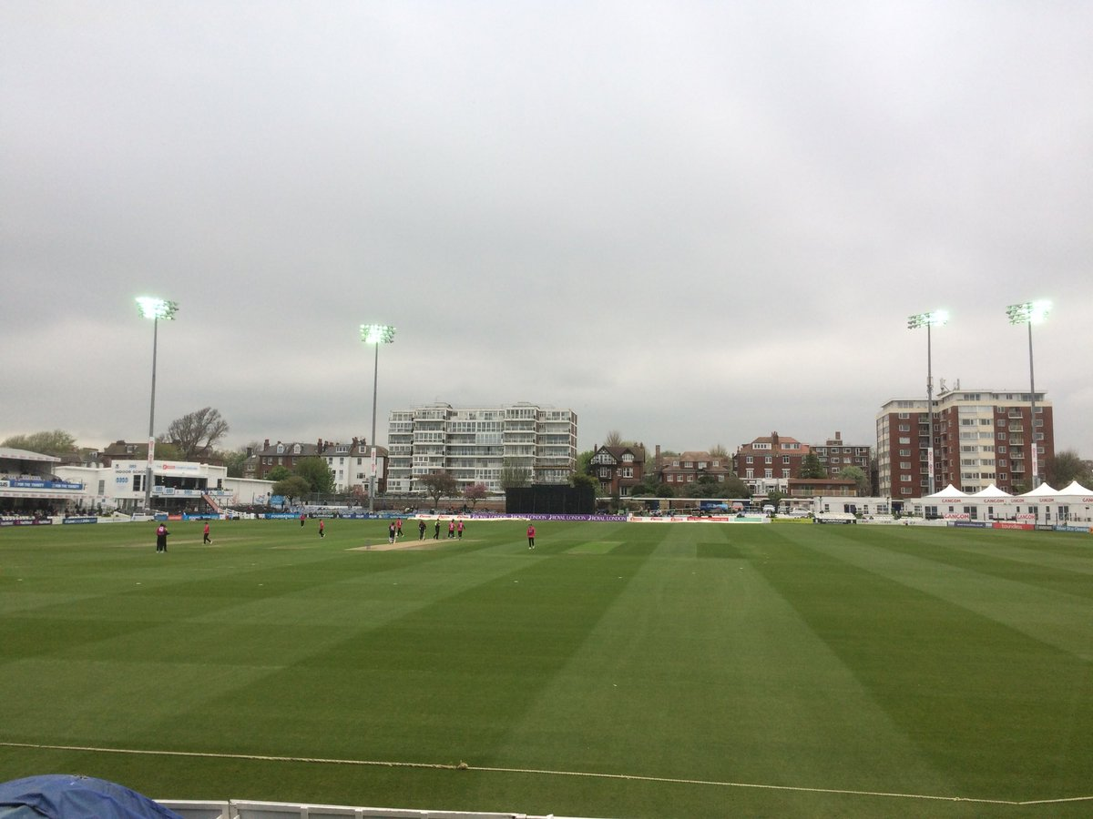 Overcast and very gloomy @SussexCCC floodlights on @SomersetCCC 13 without loss after 4 overs