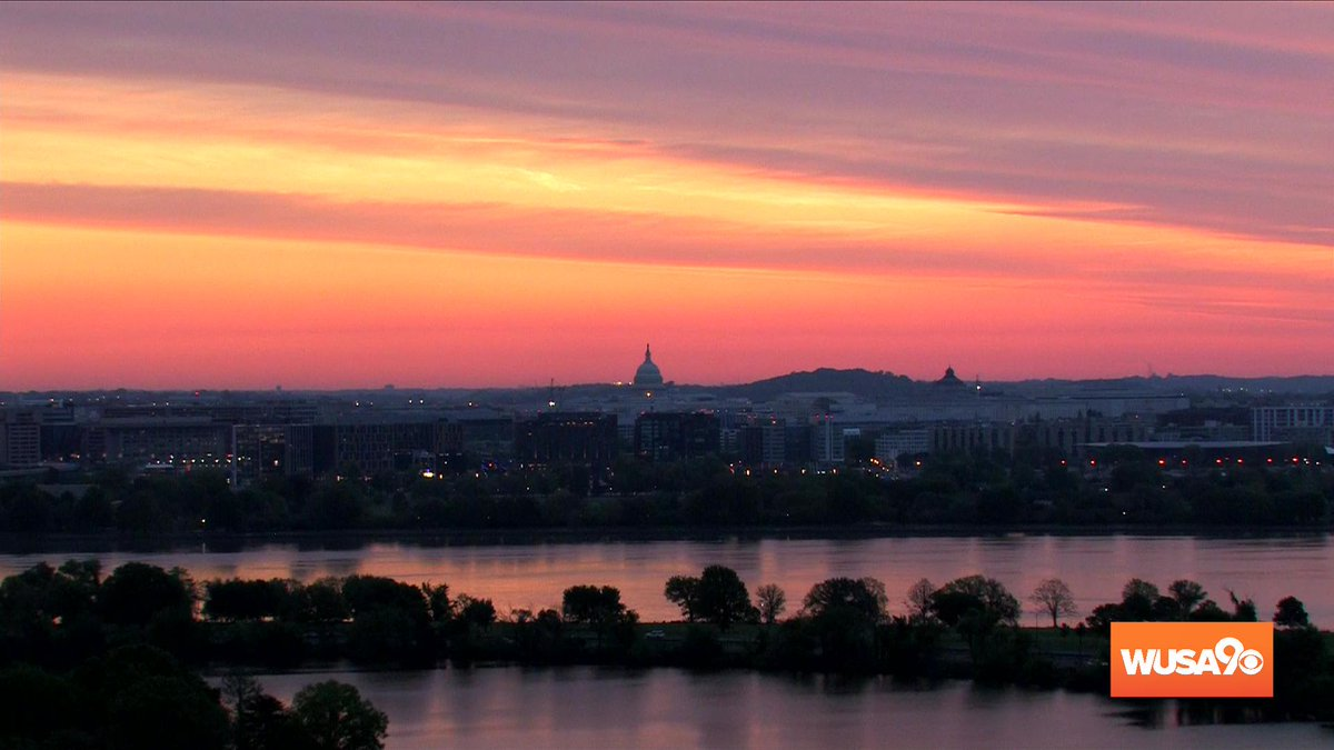 Sunrise over the Potomac #GetUpDC and take a look at this! <br>http://pic.twitter.com/rViEbraKOZ