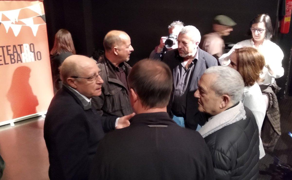 Debate sobre eutanasia en @teatrobarrio. Con Ángel Hernández, Txema Lorente y Marcos Hourmann. Qué valentía hay hoy aquí 💜