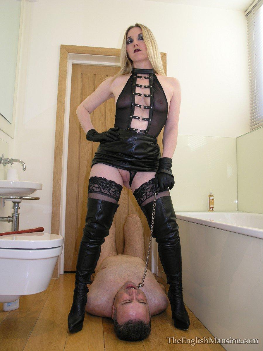 Femdom Goddess Dahlia's Submissive Boot Slut