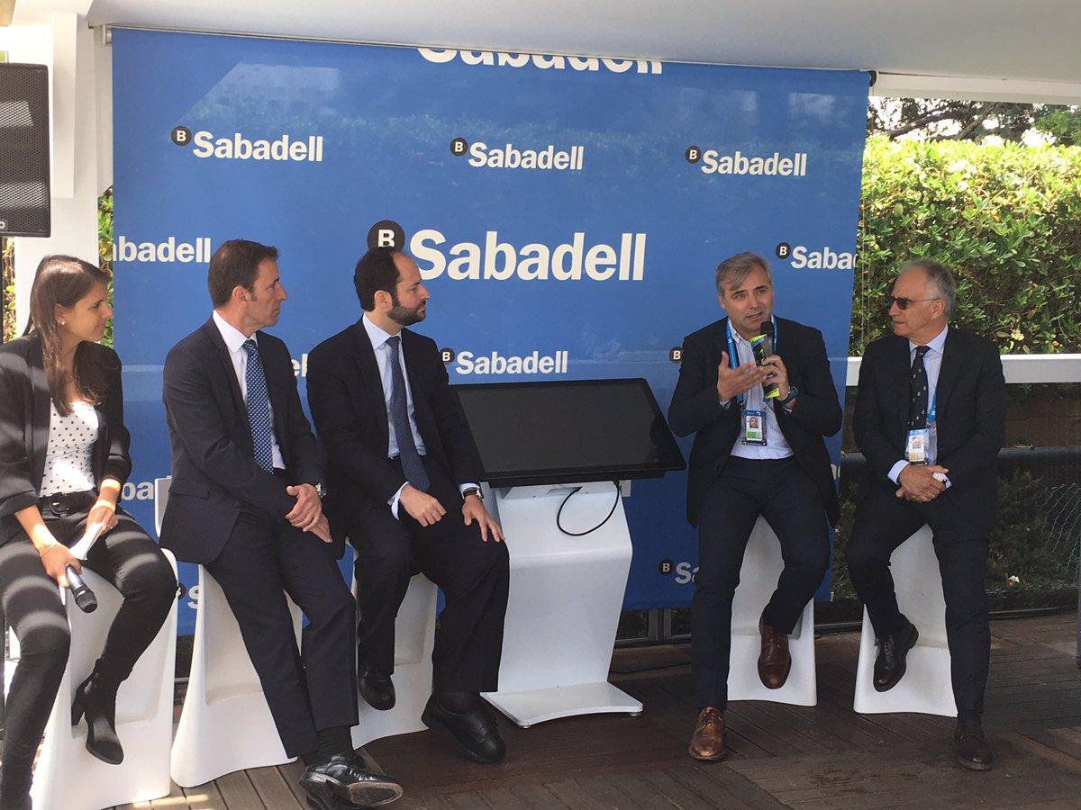 """Javier Simón, CEO de #Foxtenn, en la seva presentació al costat de #SabadellVentureCapital: """"Us presentem el primer sistema electrònic d'arbitratge en tennis basat en imatges reals i amb precisió absoluta del bot de la pilota"""" http://foxtenn.com #BCNOpenBS"""