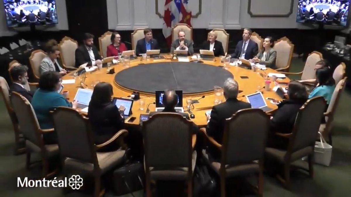Première séance du comité exécutif de Montréal dans l'édifice Lucien-Saulnier. Ce sera le cas durant les 3 ans de travaux de rénovation prévus à l'hôtel de ville #polmtl