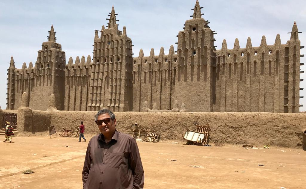 At the great Jin Masjid Mali, West Africa: the biggest mud structure of the world: A UN Heritage <br>http://pic.twitter.com/gNkbb99sAv