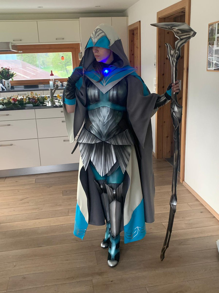 Looking to get a foil Kasmina signed by @Cathaoir1 this weekend at #MFLONDON  Still need to sew on white hood part and didn&#39;t have time for wig and makeup, but I couldn&#39;t resist taking a picture Ready for #MTGWAR with @ChannelFireball this weekend! #mtg #cosplay #Kasmina<br>http://pic.twitter.com/u7p4g4qBs4