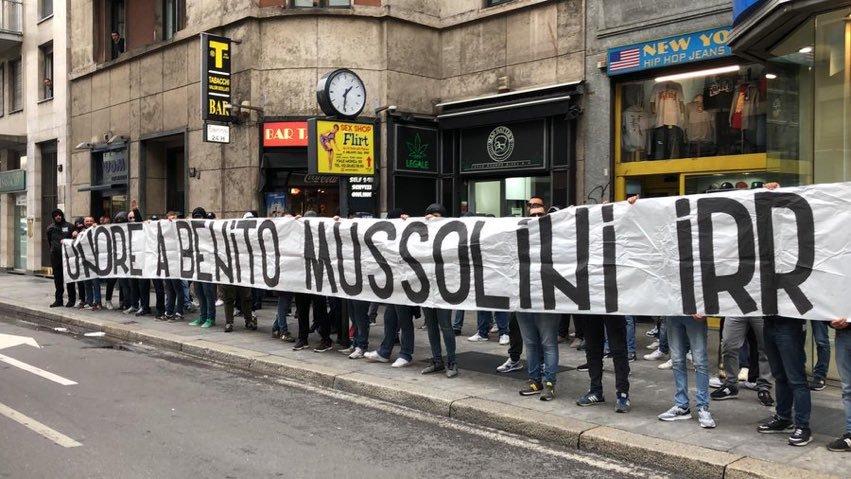 Mi vergogno di essere gemellato con questi, ma per fortuna è solo un gemellaggio della curva.  #amala #Mussolini #MilanLazio #milano #24aprile