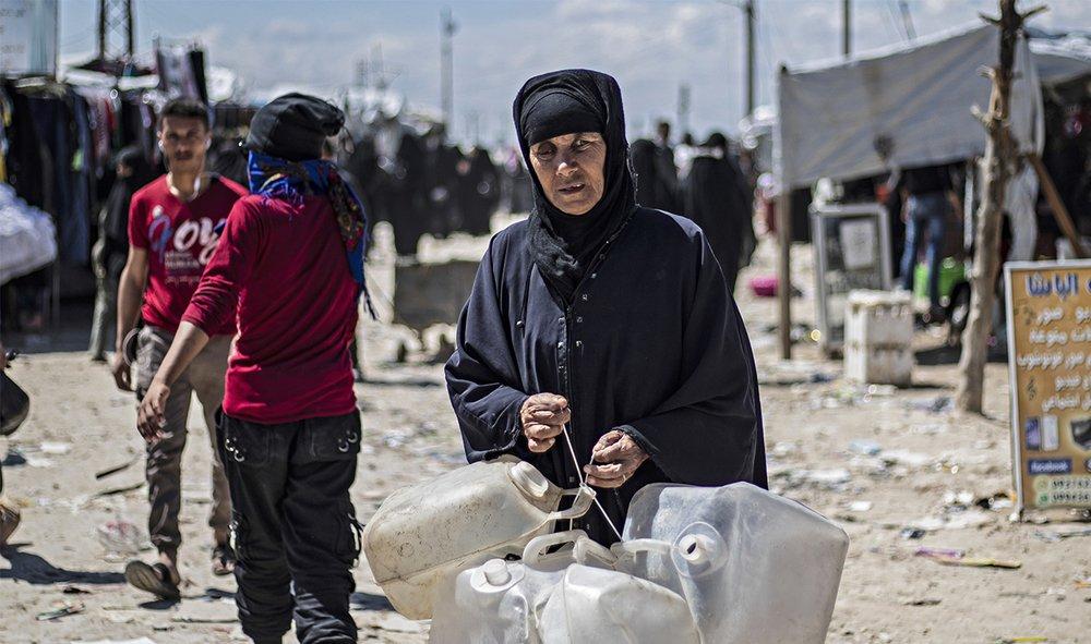 Der Wiederaufbau #Syrien|s wird ein Spagat zwischen Hilfe für die Menschen und der Vermeidung der Unterstützung des Schlächters #Assad. Was aber @UNReliefChief hier macht, gleicht dem Elefanten im Porzellanladen und ist ein Schlag ins Gesicht für die Opfer des  Regimes.