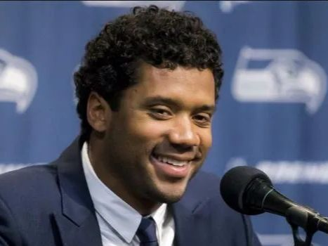 Russell Wilson Gives Each Of His Linemen $12,000 In Amazon Stock As A Thank You buff.ly/2vkmW3h