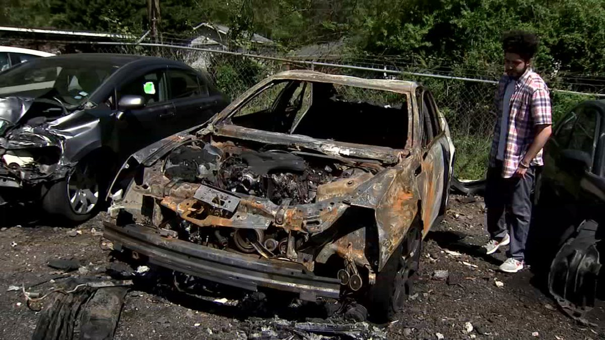 THURSDAY AT 5: A man says his car was destroyed just minutes after he got an oil change from Jiffy Lube: 2wsb.tv/2IBbatJ – @JStricklandWSB examines the charred engine to find out what happened