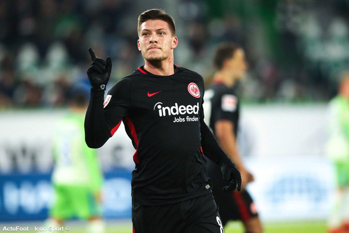 Fredi Bobic, directeur sportif de l'Eintracht Francfort : «Je sais que, si un grand club vient et veut Luka, nous n'aurons aucune chance de le retenir. Il y a vraiment une possibilité que Jovic signe au Real Madrid.» (ZDF)