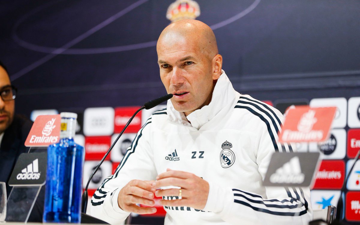 Zinedine Zidane :«Il faut reconnaître que le barça est très bon, il faut reconnaître quand un adversaire fait les choses biens. Mais on a 33 titres en Liga, et le barça combien ? Dans l'histoire, le Real Madrid a plus de championnats.» (@RMCsport)
