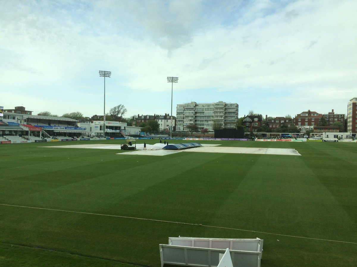 Covers coming off restart at 5.45 although the radar suggests it may rain again before that time. @SussexCCC revised target 231 in 30 overs currently 62-4 in 16.3 overs #bbccricket @RLODCup