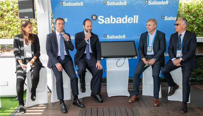 #Foxtenn, empresa que està finançada per @BancSabadell a través de #SabadellVentureCapital, presenta en el @bcnopenbs el seu sistema d'arbitratge electrònic per a tennis https://sab.to/2Dy9IUT  #BCNOpenBS