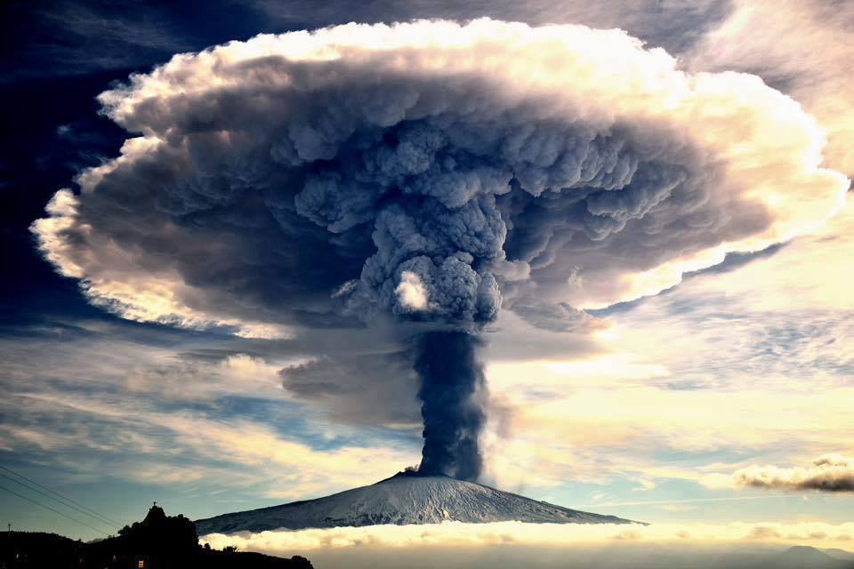 Gorgeous image of the pyrocumulus cloud above Etna volcano after eruption ... 💌