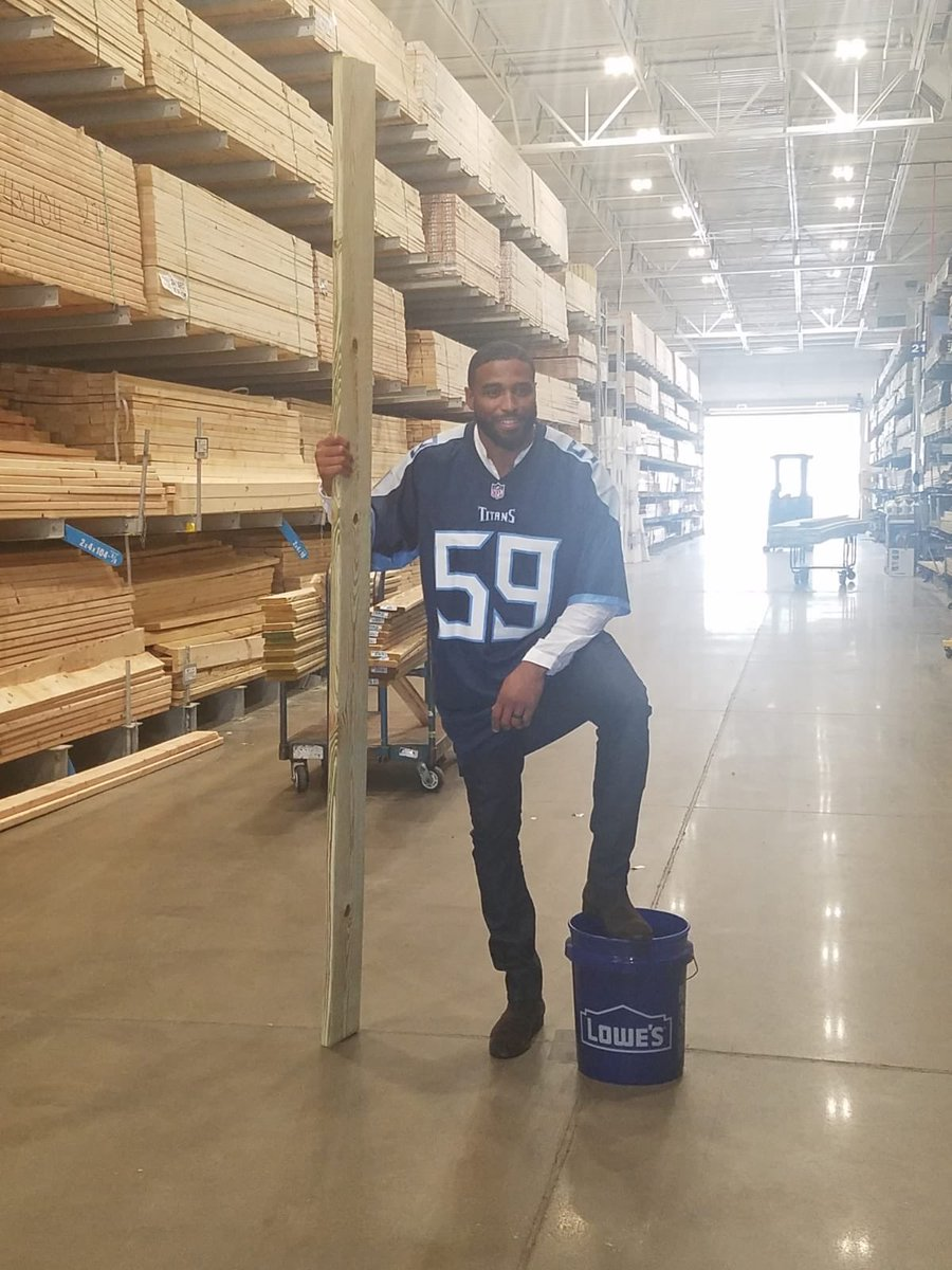 Over 100 tackles in one season is nothing compared to what these @Lowes pros tackle every day! Thanks for helping me get #ProReady! #sponsored