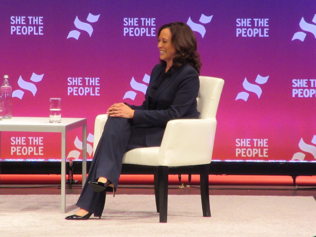 .@KamalaHarris says she would make mental health care a right. Says exposure to violence, poverty and associated trauma has wide ranging effects in communities of color #SheThePeople2020 #abc13eyewitness<br>http://pic.twitter.com/92svD8aEJP