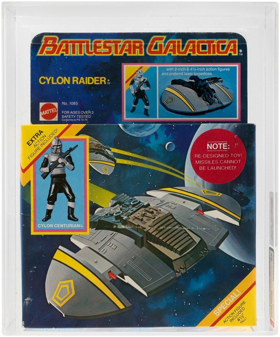 People ❤️ #BattlestarGalactica, there's no denying it. This #AFA-graded example of the #rare @Mattel Special Offer #CylonRaider recently sold at @HakesAuctions for $2,727! Contact us today about selling your #vintage #collectibles! #Mattel #Cylon #BattlestarGalacticaFans